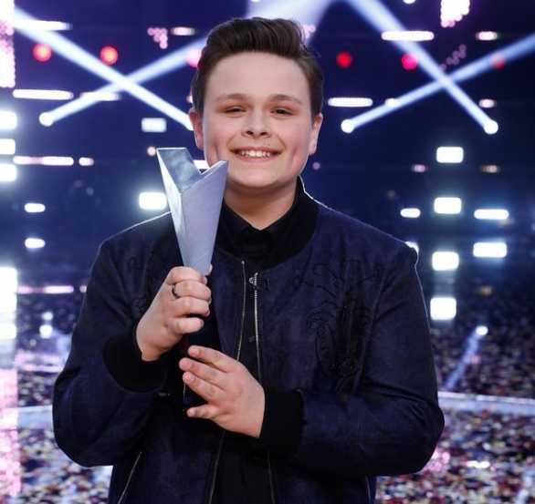 Who won season 19 on 'The Voice' last night?
