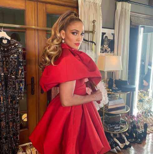 The Many Moods Of Jennifer Lopez. Green With Envy Already?