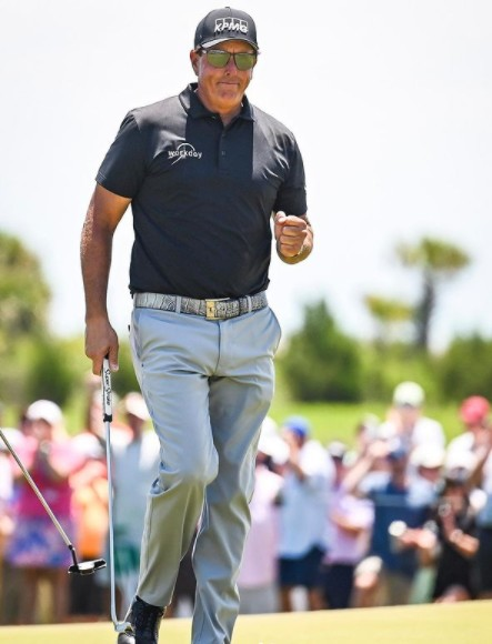 Bettor wins $300,000 on Phil Mickelson's PGA Championship victory